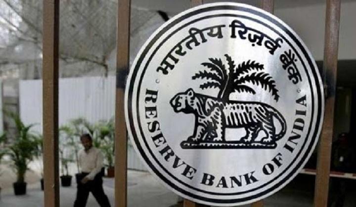 RBI Caps Tenure of Private Banks MD & CEO at 15 Years | रिझर्व्ह बॅंकेने खासगी बँकेच्या व्यवस्थापन संचालक (MD) आणि मुख्य कार्यकारी अधिकारी (CEO) पदाची मुदत 15 वर्षांची केली_40.1